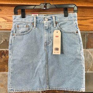 "NWT LEVI'S Denim Skirt, 24"" Waist, 17-1/2"" Length"